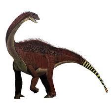 el dinosaurio con sus grandes pinchos y rojizo