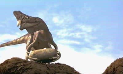 oviraptor holds egg